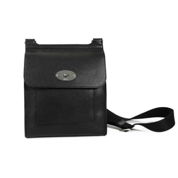 Grain Veg Tanned medium black postman bag