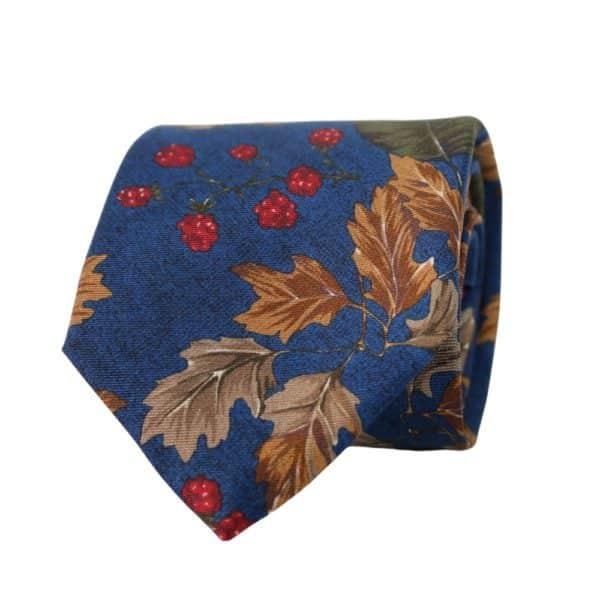 Amanda Christensen tie leaves blue