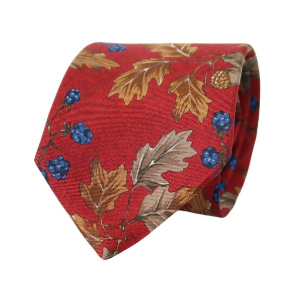 Amanda Christensen tie leaves red