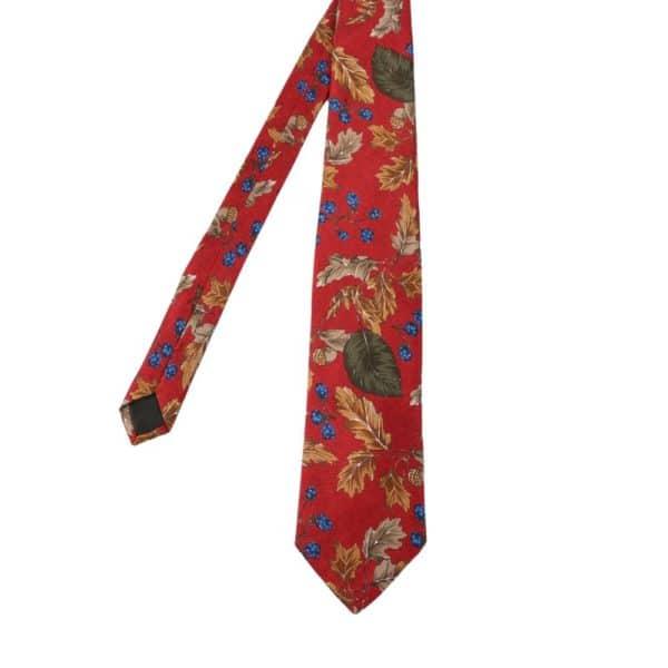 Amanda Christensen tie leaves red main
