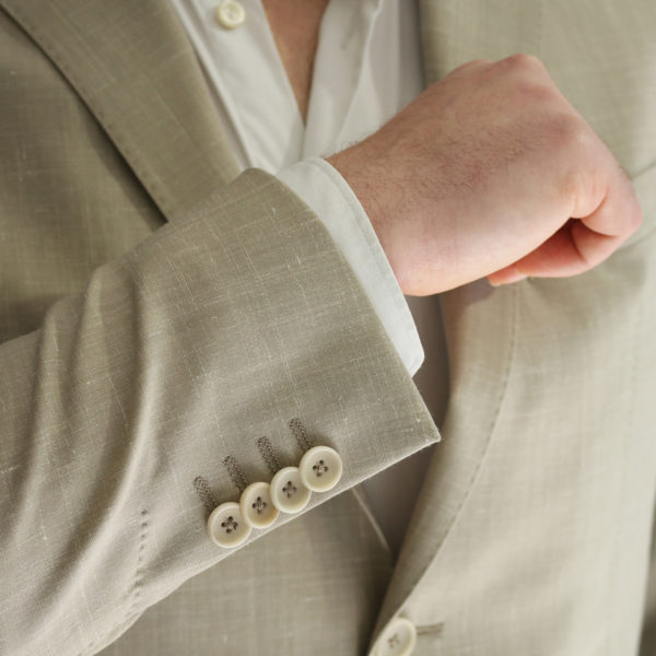 Eduard Dressler beige jacket button detail