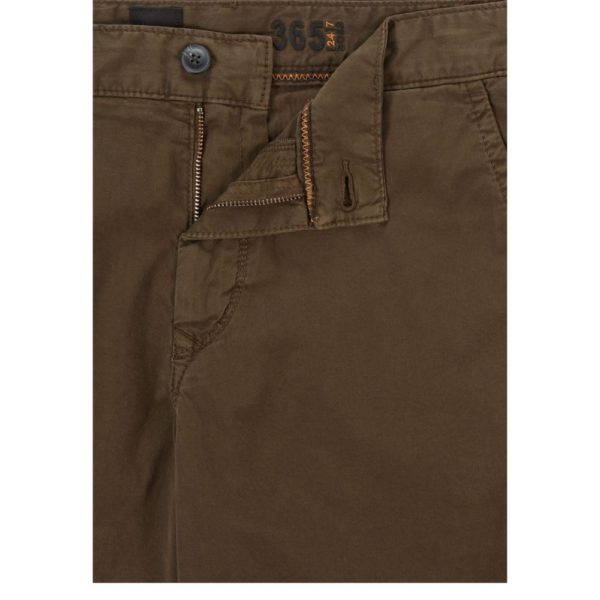 BOSS Tapered fit shorts in garment dyed stretch cotton twill in Khaki pocket